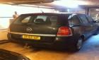 Opel met kapotte motor