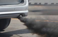 Zwarte rook uit uitlaat – Oorzaken & advies