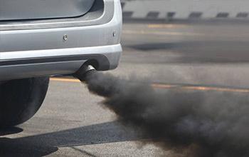 zwarte rook auto