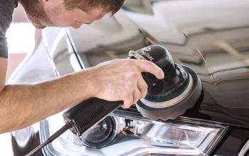 Diepe krassen verwijderen uit auto
