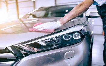 Hoe lichte krassen uit een auto verwijderen