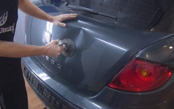 Uitdeuken van uw auto